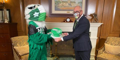 President Smatresk and Scrappy show off a UNT cake